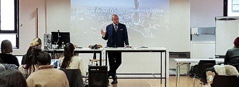 MILANO - 2 febrero 2017 NABA (Nueva Academia BELLAS ARTES) MARKETING ACTUAL Y GESTIÓN DE LA MODA DE INTERVENCIÓN DEL DR. MAURO MARZOCCHI Y DE. SIMONE FACCHINETTI sobre el tema de la EXPO 2020 DUBAI